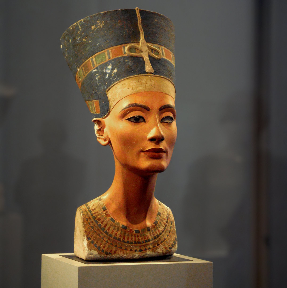 photo of the Nefertiti Bust