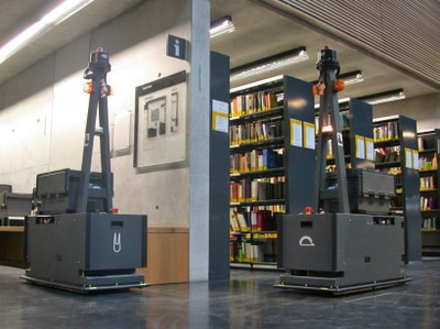 The two transport robots Hare and Hedgehog drive in the library